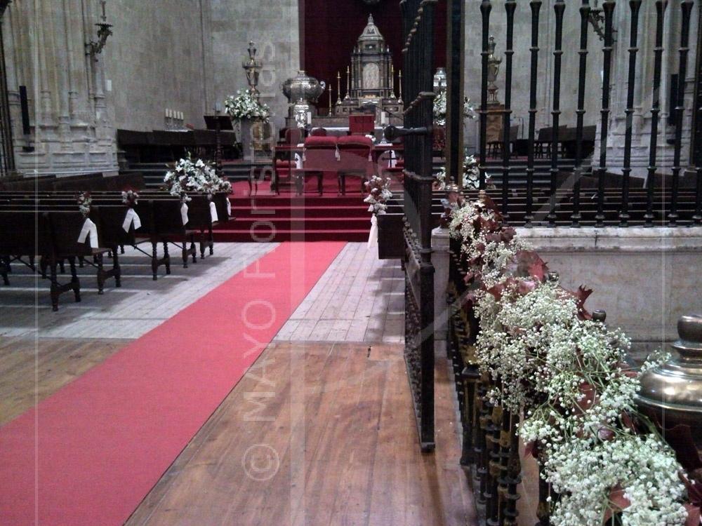 Decoración de bodas Catedral Nueva de Salamanca - detalle pasillo central