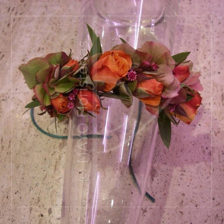 Diadema en tonos otoñales de hortensias y rosas