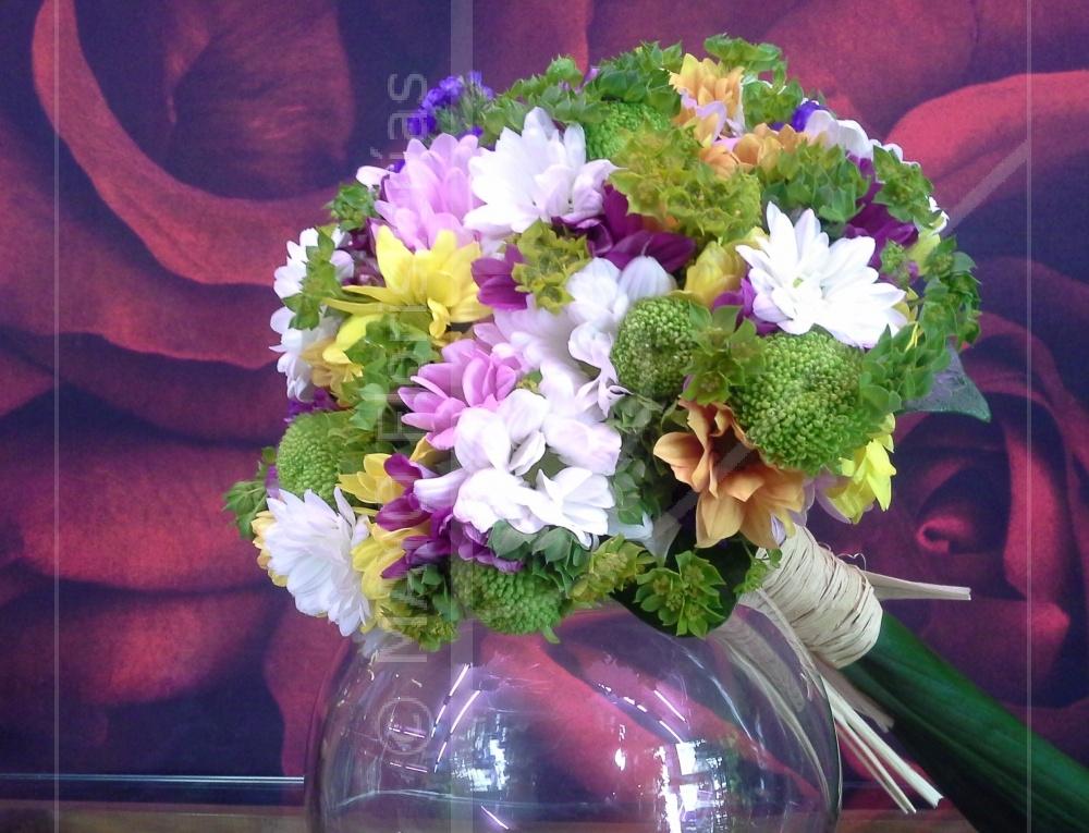 Sencillo y desenfadado Bouquet de Novia con flor campestre.