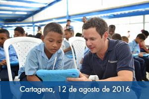 Familias beneficiarias de viviendas del Fondo Adaptación en Cartagena reciben computadores