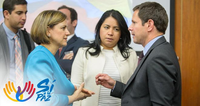 Gerente del Fondo Adaptación explica los proyectos a la Senadora Maria del Rosario Guerra