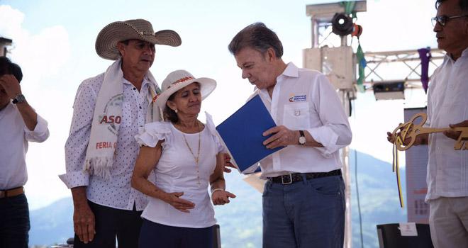 Presidente Santos entrega las primeras 100 escrituras de Gramalote