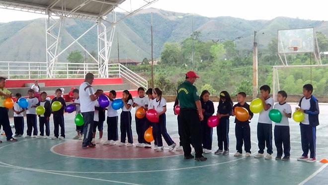 """Colegios de Fondo Adaptación, los primeros de Latinoamérica en implementar """"Fútbol con Principios"""""""