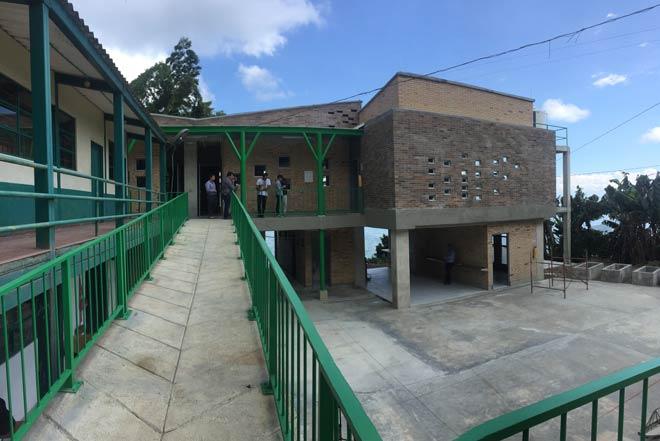 Fondo Adaptación entrega nuevo colegio adaptado al cambio climático en Caldas