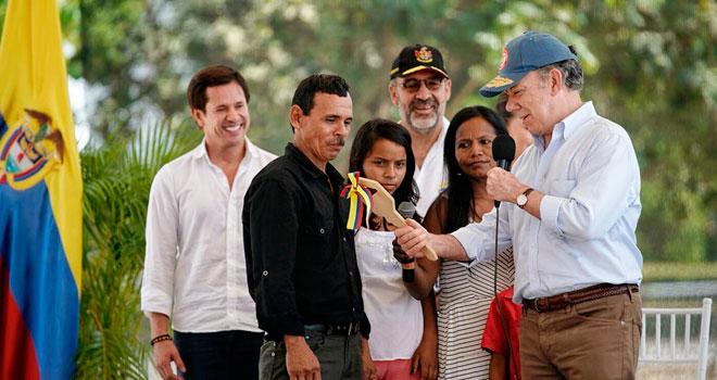 Presidente Juan Manuel Santos entrega 665 viviendas adaptadas al cambio climático en Mompox