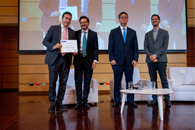 Fondo Adaptación, recibe reconocimiento como la entidad colombiana que mejor informa sus acciones a la comunidad