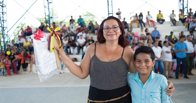 Zaida Milena Toro, una de las 931 personas beneficiadas con la entrega de 207 viviendas que el Fondo Adaptación entregó en el municipio de El Banco, Magdalena.