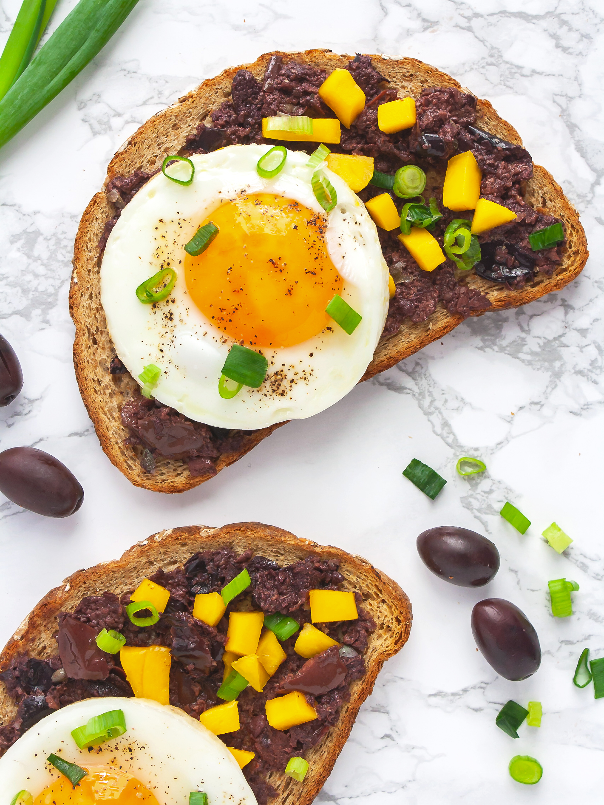 Olive Tapenade Bruschetta With Mango and Eggs Thumbnail