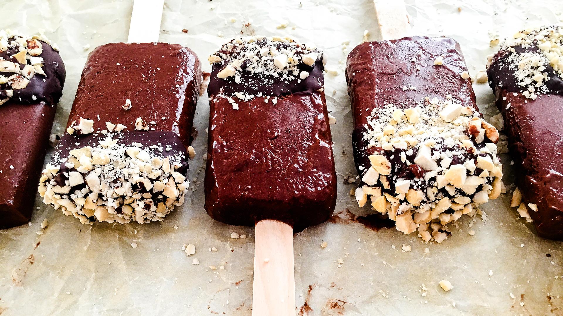 Vegan High Fibre Dark Chocolate and Banana Popsicles Thumbnail