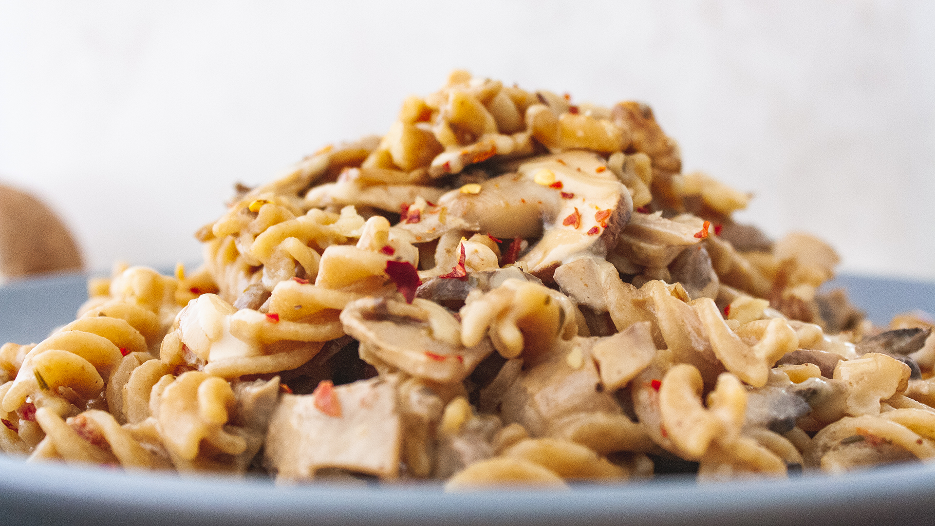 Creamy Vegan Pasta with Spicy Mushrooms, Walnuts and Tahini Sauce Thumbnail