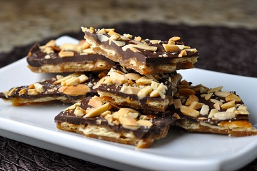 Mom's Delight Almond Brittle Chocolate 100 Gm