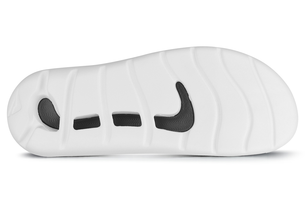 129554 groovesportmensblkwht sole