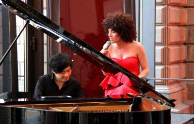 Highclass Duo Eastside mit sängerin gogo und pianist nara