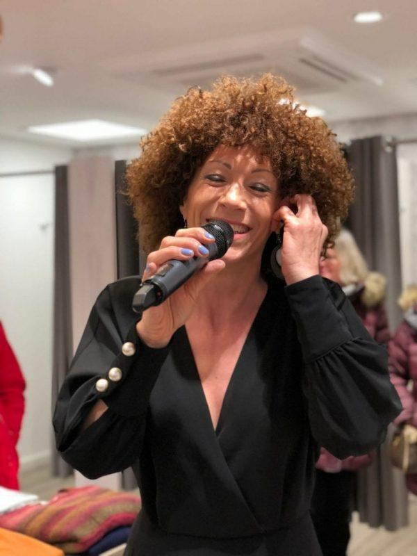 Sängerin Gogo bei Fashion Event