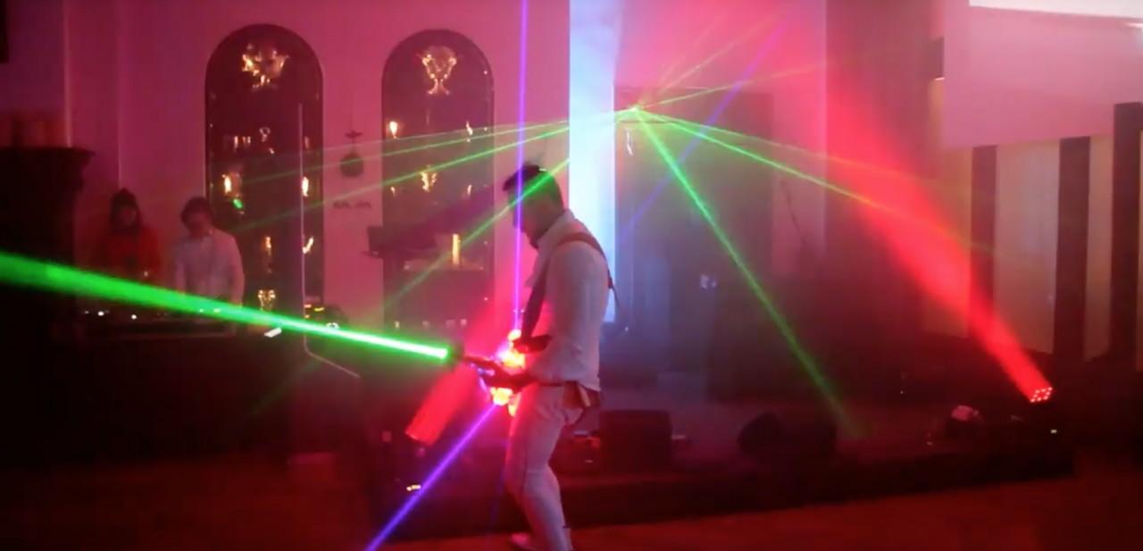 Liveelectric: Laser E-Gitarrist und LED Violonistin 2