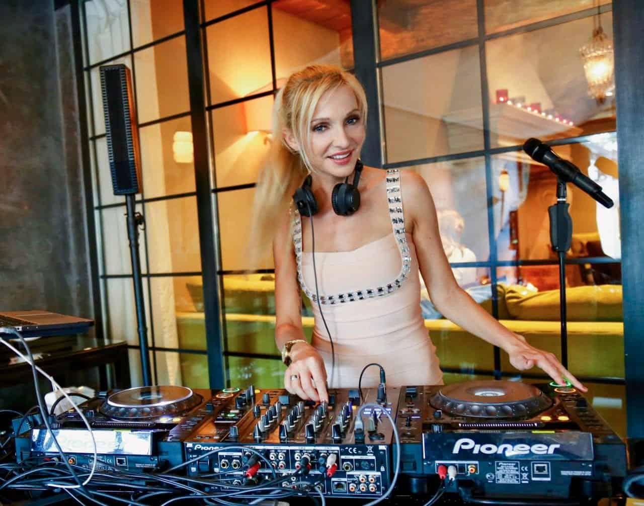 Live Sängerin und DJ Künstler buchen