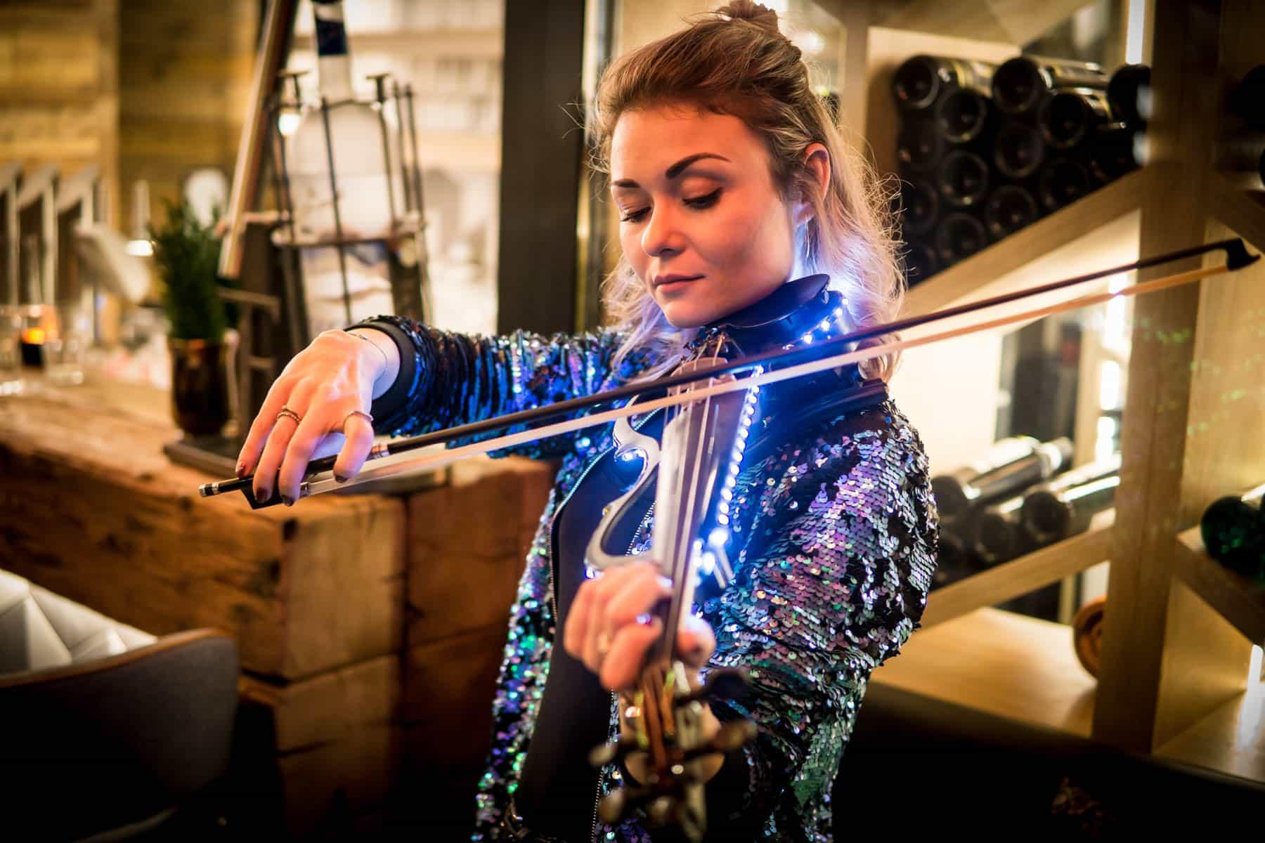 miss-vio-line-e-violonistin buchen