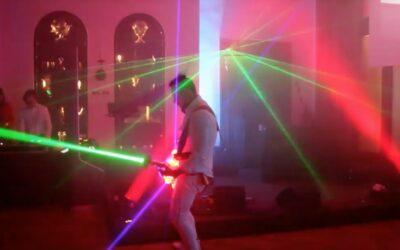 Liveelectric: Laser E‑Gitarrist und LED Violonistin