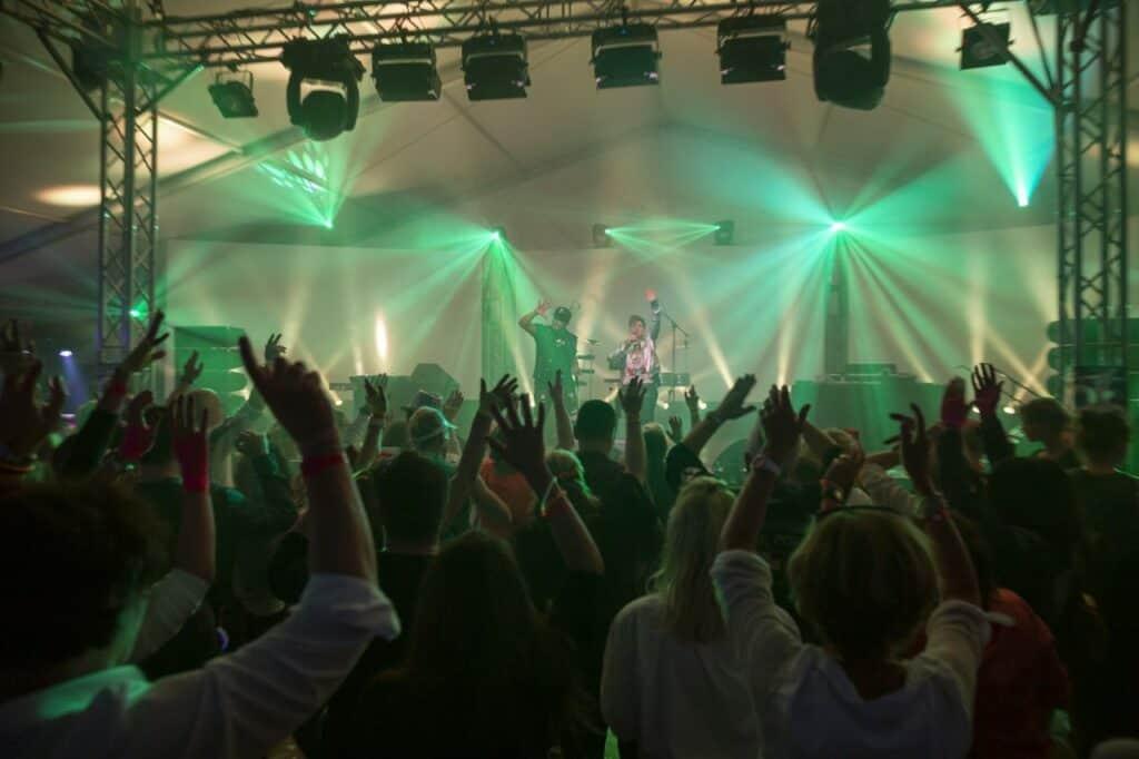 Betriebsfest und Eventorganisation Eventagentur Frankfurt Magic Affair Band buchen