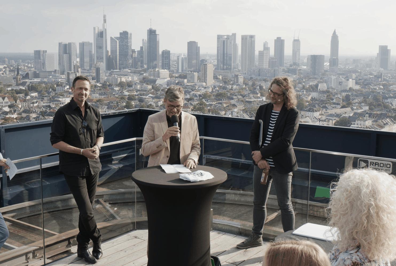 Hybridveranstaltung über den Dächern Frankfurts