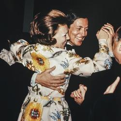 Prinses Beatrix en prins Claus dansen