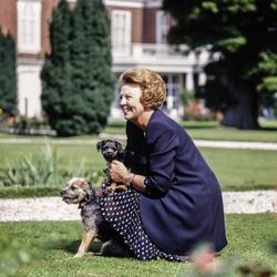 Koningin Beatrix poseert met haar honden