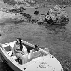 Prinses Margriet en Pieter van Vollenhoven genieten op het water