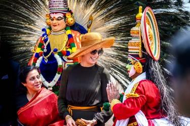 Maxima tussen Indiase dansers