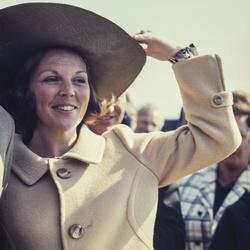 Prinses Beatrix met hoed