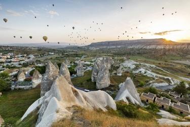 Heteluchtballonen bij zonsopgang