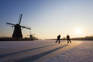 Schaatsen langs de molens op Kinderdijk