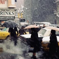 Verkeer tijdens een sneeuwbui in Manhattan