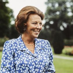 Koningin Beatrix tijdens fotomoment