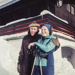 Prins Claus en prinses Beatrix op wintersport