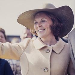 Jonge prinses Beatrix met hoed