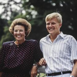 Koningin Beatrix en Willem-Alexander tijdens de zomerfotosessie