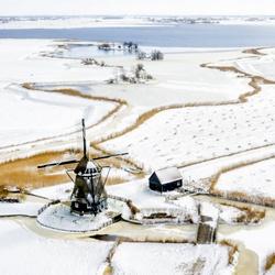 De Dorregeester Molen in een winterlandschap