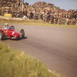 Phil Hill in zijn Ferrari