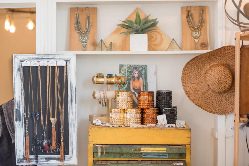Spaces We Love – Studio Tour Leslie Savage Photography