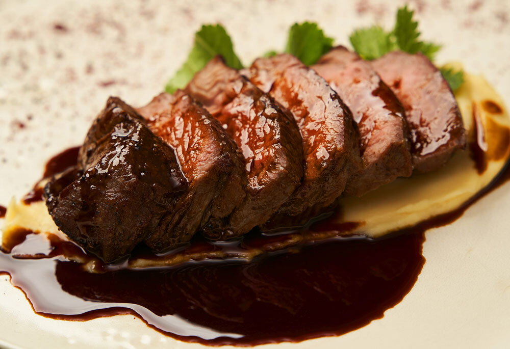 Dry-Rubbed Beef Tenderloin with Red Wine Sauce