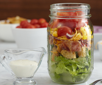 https://storage.googleapis.com/freebies-com/resources/news/25446/salade-au-bacon-dans-un-pot.jpg