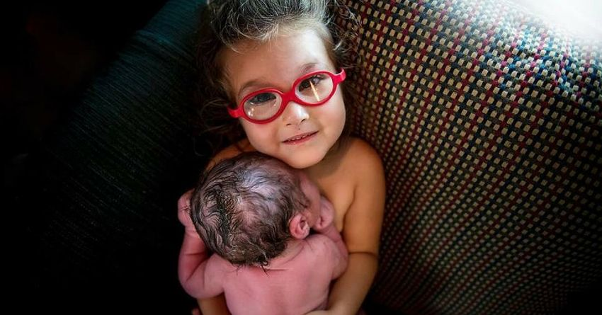 https://storage.googleapis.com/freebies-com/resources/shareables/151/3-year-old-girl-helps-deliver-her-baby-brother-and-the-images-will-melt-your-heart.png