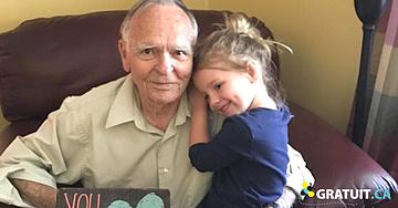 Voici comment le câlin d'une petite fille a transformé la vie d'un vieillard