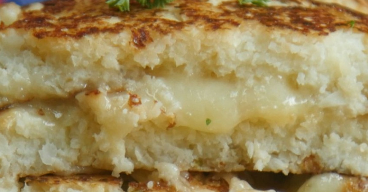 https://storage.googleapis.com/freebies-com/resources/videos/1355/cauliflower-grilled-cheese.jpg