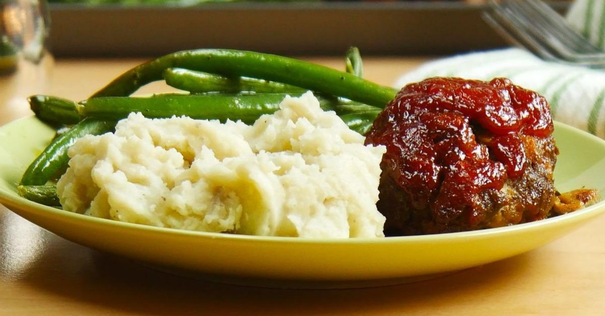 https://storage.googleapis.com/freebies-com/resources/videos/1390/one-pan-meatloaf-dinner.jpg