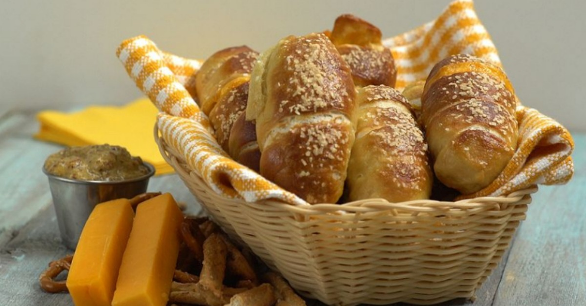 https://storage.googleapis.com/freebies-com/resources/videos/1437/cheddar-stuffed-pretzel-nuggets.jpg