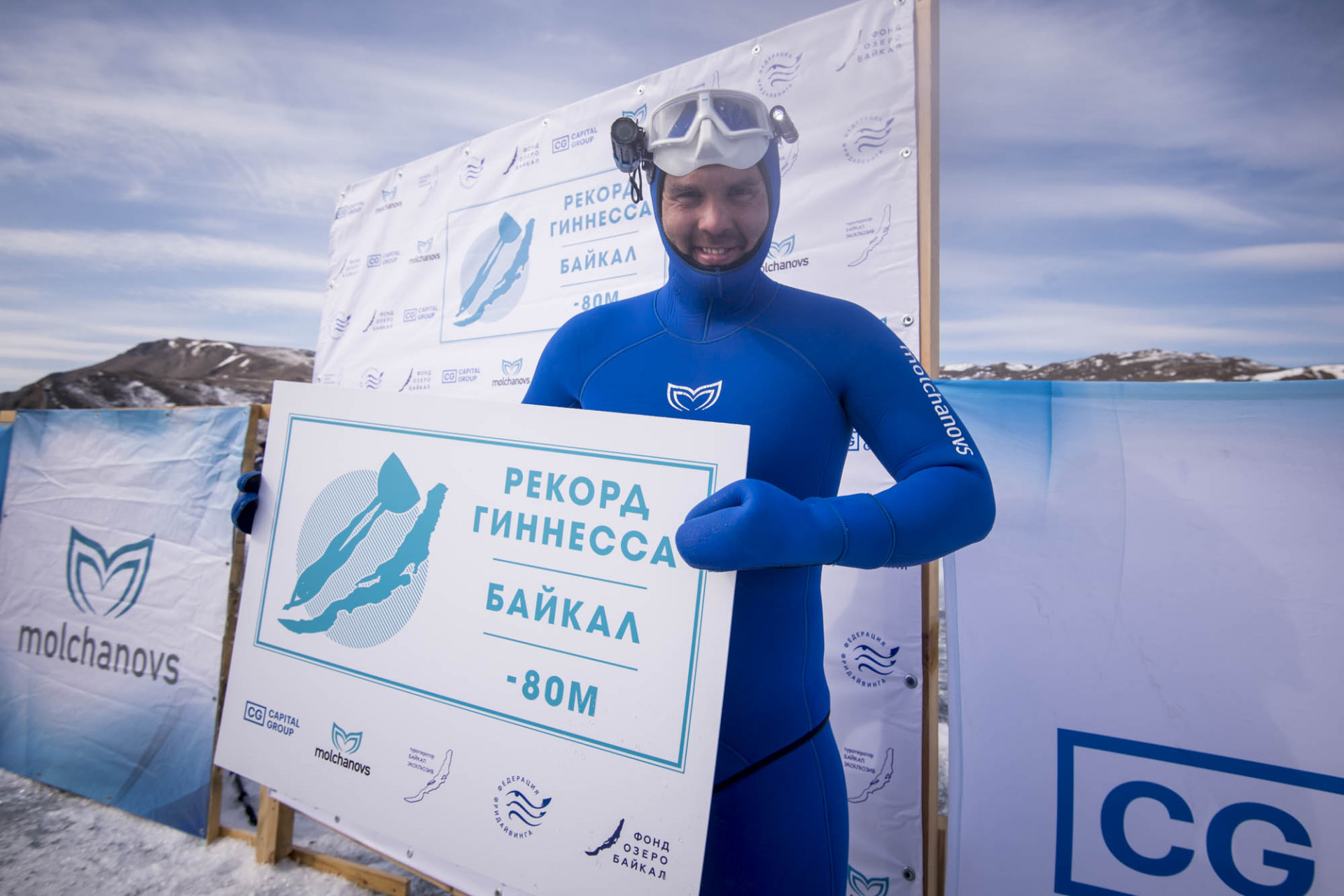 Guinness World Record: Alexey Molchanov, 80 meters under ice - Freediving in United Arab Emirates. Courses, Certificates and Equipment