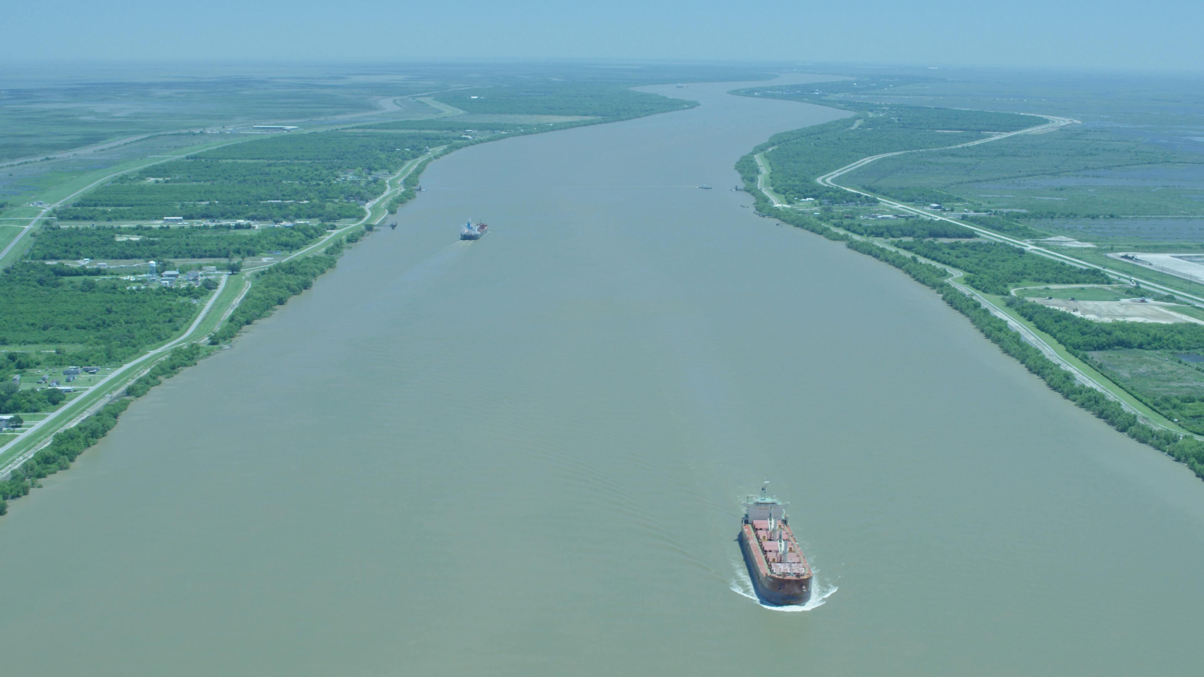 boat on the mississsippi river