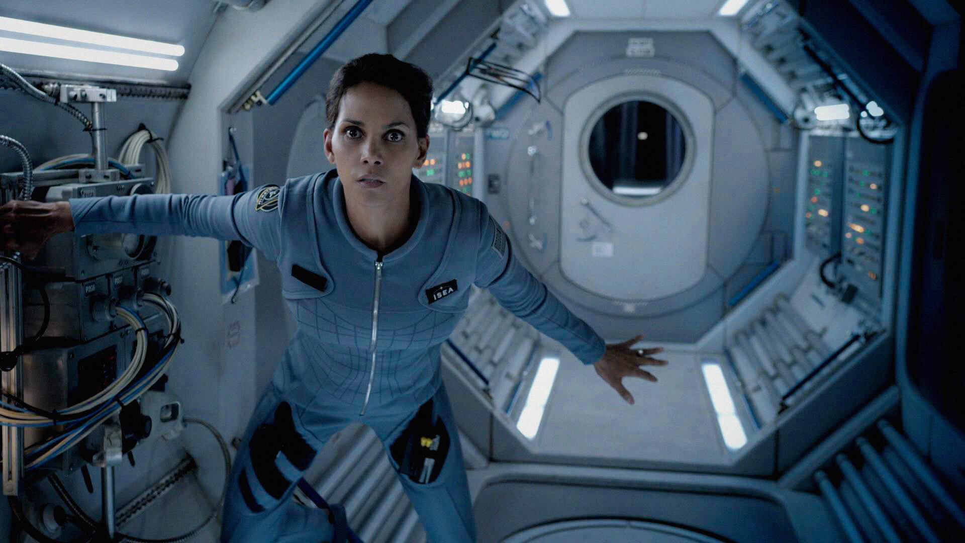 halle berry as molly woods in a spaceship