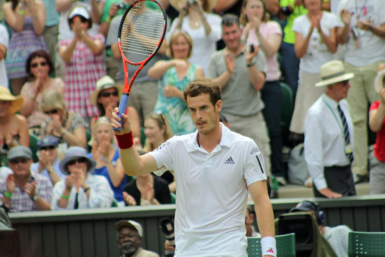 andy murray on tennis court
